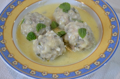 Meatballs Soup with egg-lemon sauce, also known as Yοuvarlakia avgolemono is an easy but delicious Greek dish. It's a winter dish.The secret of the recipe is the egg-lemon sauce, which gives a nice texture and flavor.